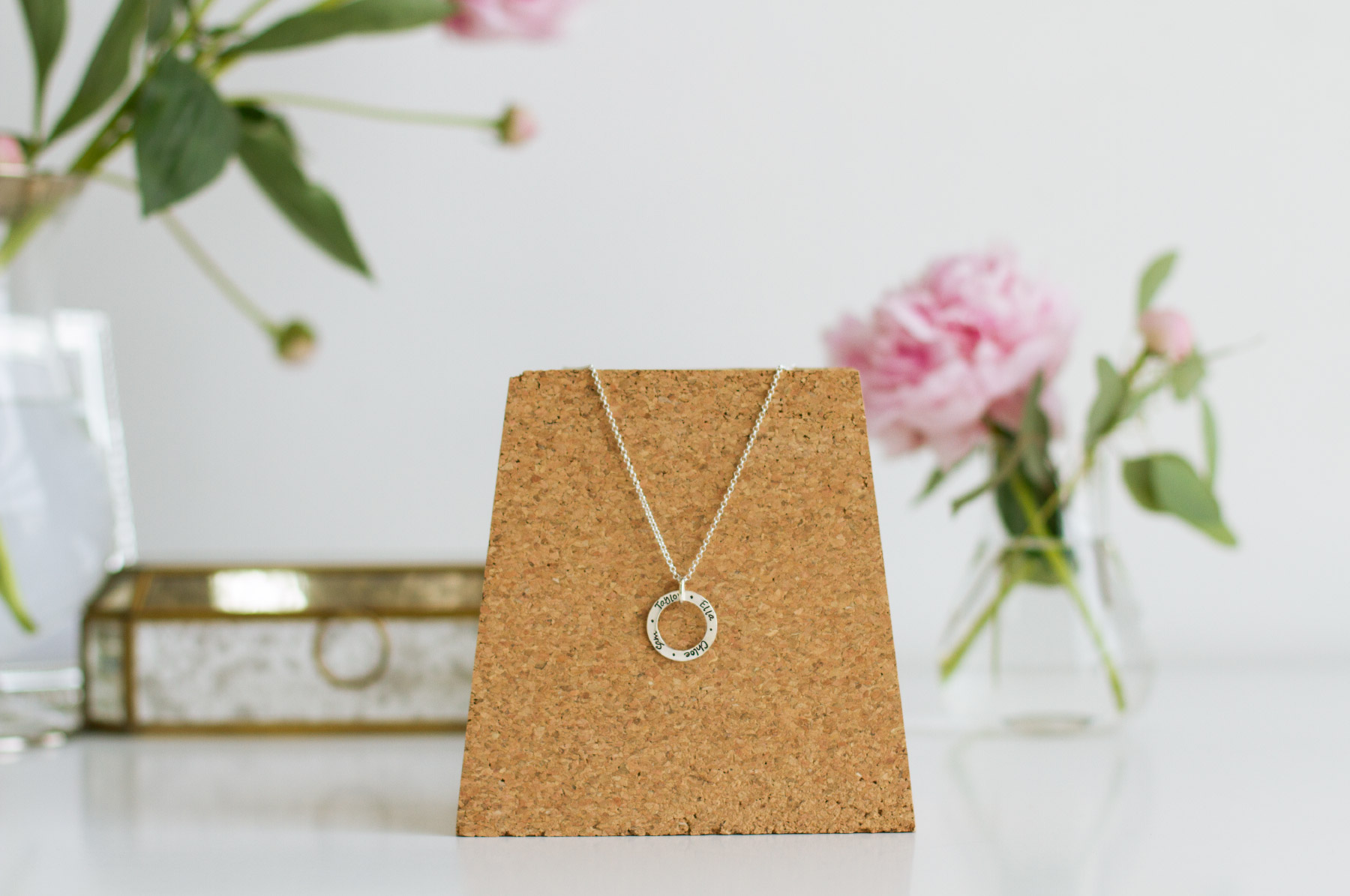 Fuze-Branding-Mommy-Jewelry-Customized-Jewerly-For-Mothers-Engraved-Pendant-Necklace-For-Mommies-Product-Photography